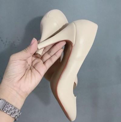 Giày gót cao khoét éo